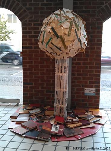 Bokskulptur på Sandnes bibliotek. Foto: Elin Bekkebråten Sjølie