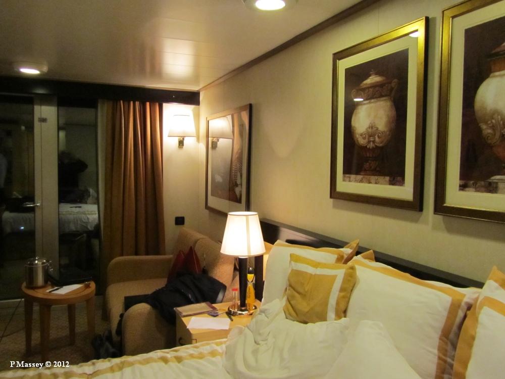 Photo queen elizabeth cabin stateroom 5168 20120117 021 for Queen elizabeth balcony